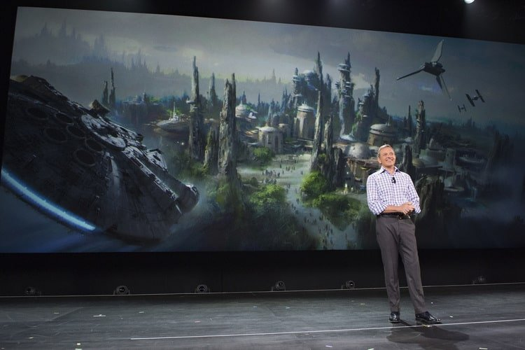 Bob_ IGER_announcing_Star_Wars_Land